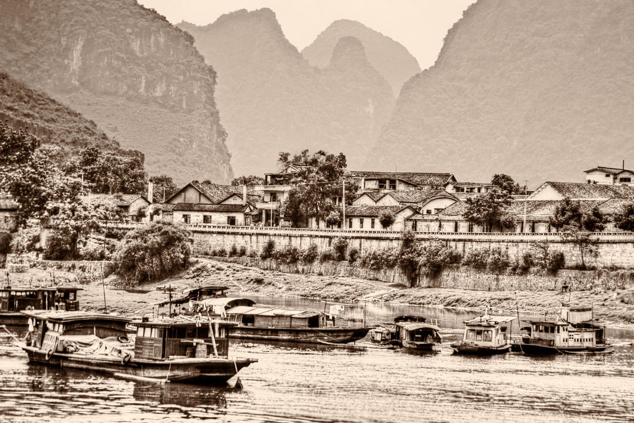 Li River Settlement BW